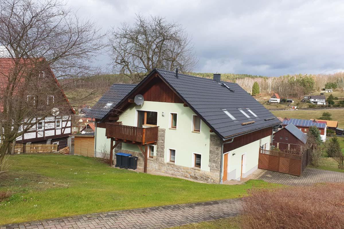 Blick auf Wohnhaus mit Ferienwohnungen