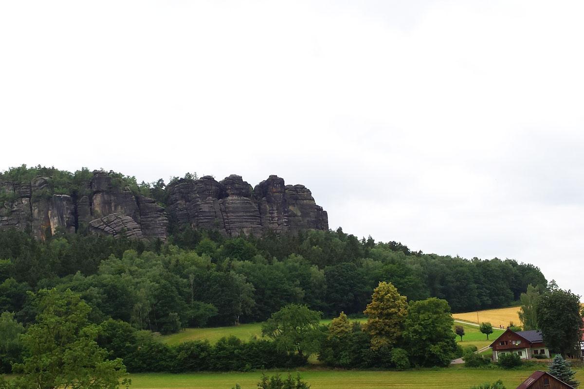 Blick zum Wohnhaus mit Pfaffenstein