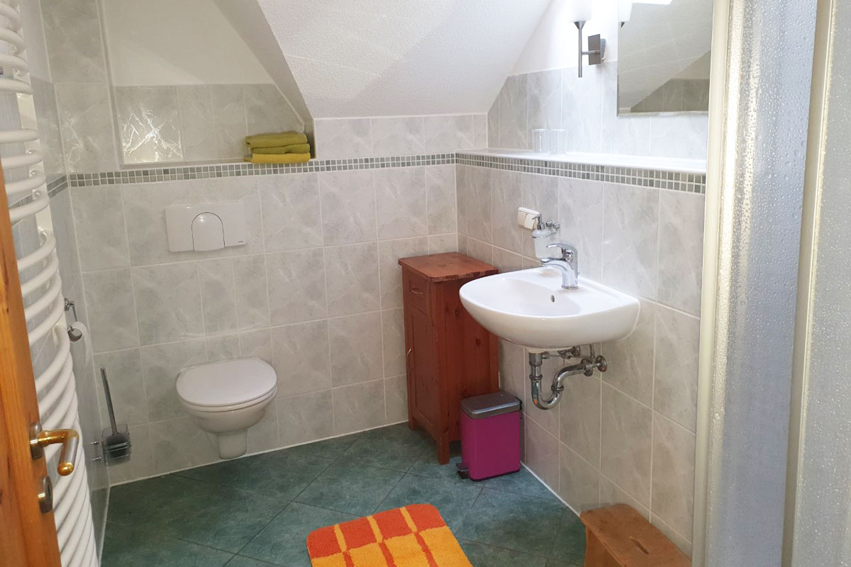 Ferienwohnung Abendrot - Badezimmer mit Dusche und WC